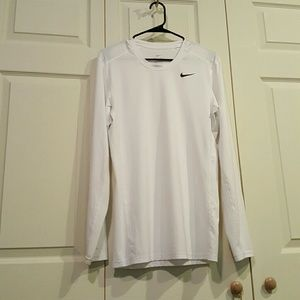 NEVER WORN NIKE MEN'S FITTED DRI FIT TEE